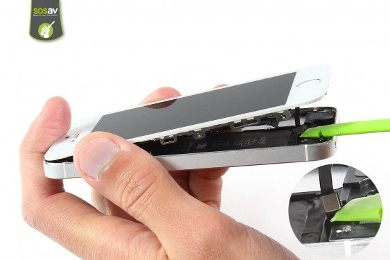 Step 4 - image 1 - LCD Screen Clip repair