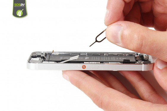Step 13 - image 1 - LCD Screen Clip repair